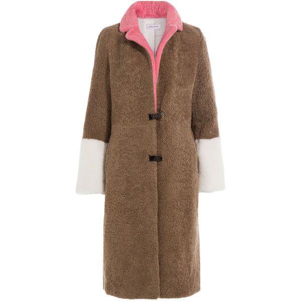Saks Potts Shearling Coat (13.050 NOK) ❤ liked on Polyvore featuring outerwear, coats, camel, sheep fur coat, color block coat, utility coat, sash belt and camel coat