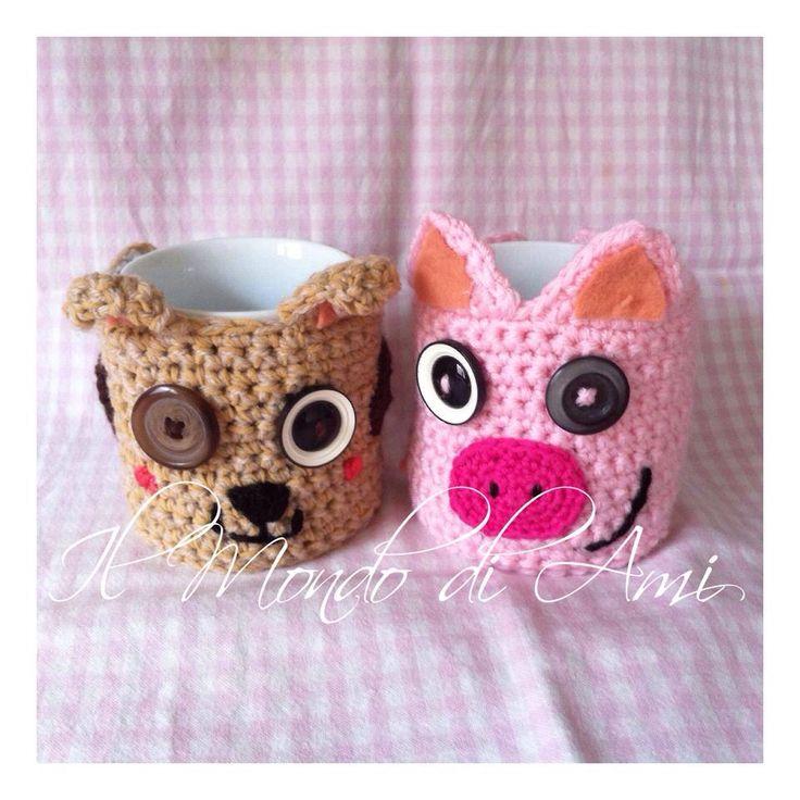 Copritazza lupetto e maialino. Uncinetto. Fatto a mano. Little wolf and little pig Mug cover. Crochet. Handmade.