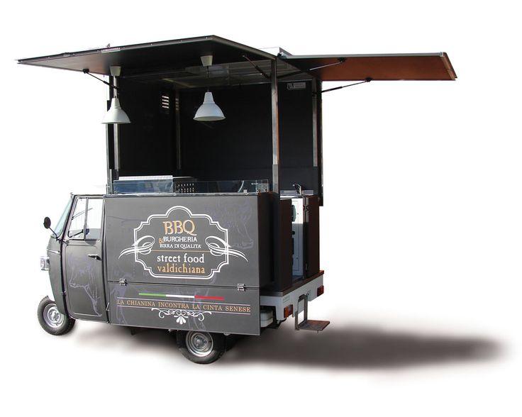 Ape street food per vendita Hamburger su strada. Food truck ape completo di bancone scorrevole, zona cucina con cappa e piastra di cottura a gas.