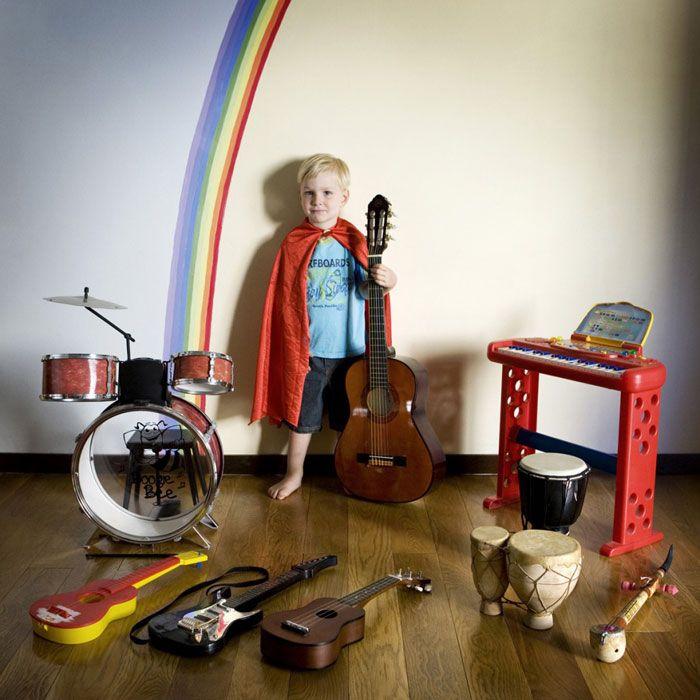 kids pose with their favourite childhood toys // gabriele galimberti