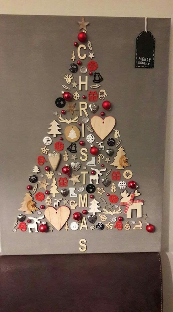25 Classic Christmas Wall Trees To Copy Right Now