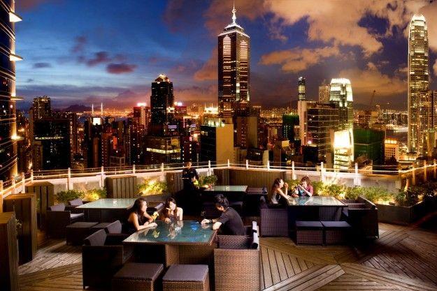 Lounge bar sulla terrazza di Hong Kong