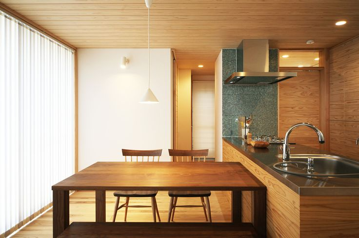 File004 世界に1つだけのキッチン‼️引き出しの寸法など、細部までこだわり設計してます。またリビングの建具と色合いを合わせた木製の面材を使用し、トータルでコーディネートしてます。お料理上手な奥様こだわりのオリジナルキッチンです‼️#キッチン#収納#ママスペース#水栓#照明#パントリー#ステンレス#