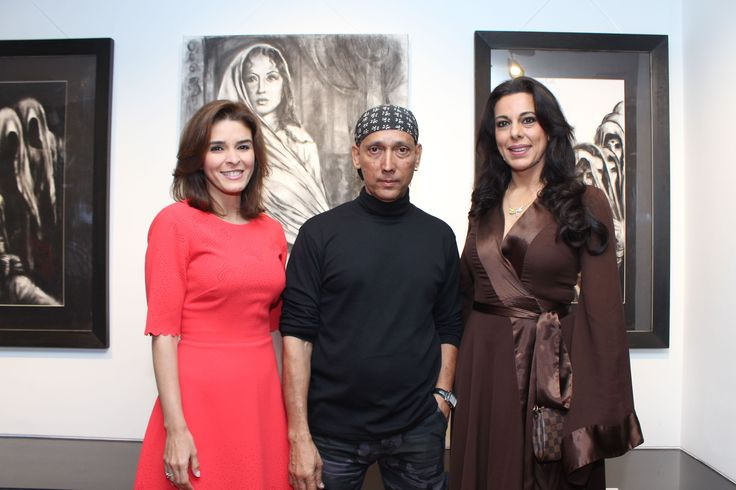 Raageshwari, Gautam Patole and Pooja Bedi at the inauguration of Charcoal Master Gautam Patole's show 'Black is beautiful' at Jehangir Art Gallery.jpg