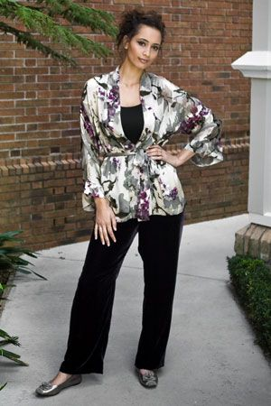 Elegant, with a touch of leisure. Try our lovely Kimono, worn with the Plush velvet pant and the Iris pewter rose shoe.