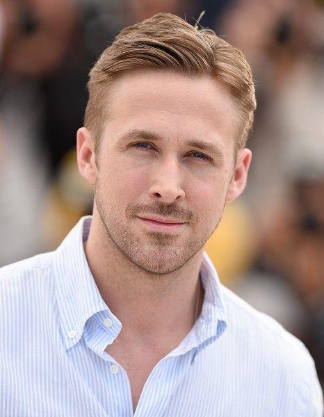 Très attendu sur la Croisette, Ryan Gosling présente avec « Lost River » son premier long-métrage. Le film met en scène une mère célibataire, dans un univers sombre, à la recherche d'une cité souterraine. Cette œuvre onirique et fantastique fait partie de la sélection Un certain regard. http://www.elle.fr/Cannes/News/Ryan-Gosling-presente-son-premier-film-a-Cannes