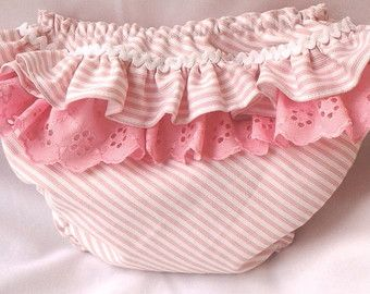 Diaper Cover, Baby Diaper Cover, Baby Bloomers, Ruffle Back Baby Bloomer, Cotton Baby Bloomers, Cubre pañal con volantes, Cubrepañal  *** BABY Diaper Cover*** This Baby Diaper Cover is made of cotton.  - Size Chart ( please select your size):  XS- 0-3 months ( Leg 10/ 25.5 cm Waist 16/ 40,5 cm) S - 3-6 months (Leg 11¨ / 28 cm Waist 17¨/ 43 cm) M- 6-12 months ( Leg 12/ 30.5 cm Waist 18/ 45.5 cm) L- 12-24 months (Leg 13/ 33 cm Waist 20 / 51)  - Thank you for visiting my shop