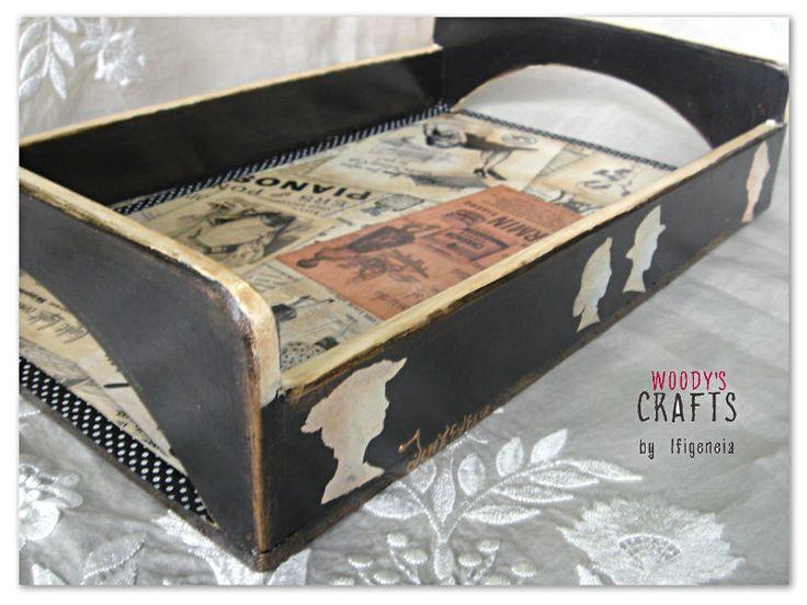 Ξύλινος χειροποίητος διακοσμητικός δίσκος σε ρετρό στυλ | #decoupage Art | Woody's Crafts by Ifigeneia | Περισσότερα στη διεύθυνση: http://j.mp/woodys-crafts-gallery-diskoi-servirismatos