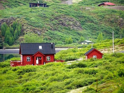 Sabe qual a principal característica da Islândia como um todo? O pais nada mais é doque um grande parque nacional, areas remótas e protegidas que tem muita coisa pra ver e fazer...