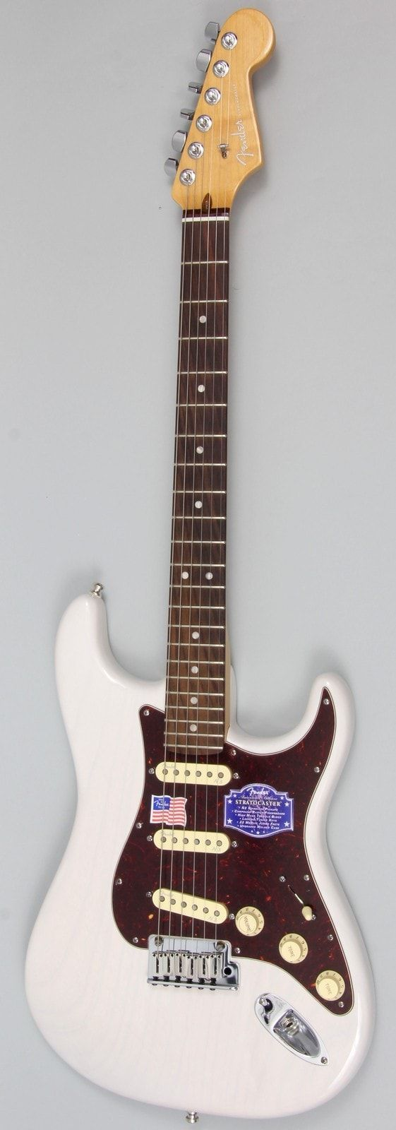 The Fender American Deluxe Stratocaster Ash has the distinctive grain pattern and spanking tone of an ash body, with all the cool specs of the American Deluxe Stratocaster. The compound radius fingerb
