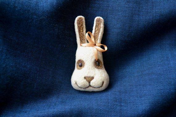 white babybunny rabbit head brooch handmade needle от AduevaArt, €20.00