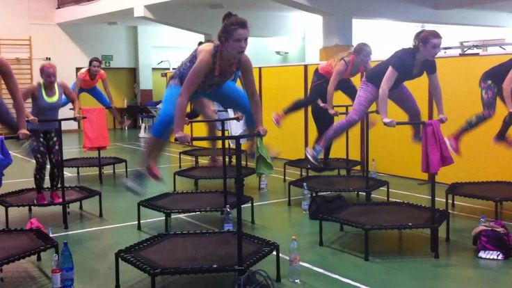Spójrzcie co tu się dzieje! :))))) Tym razem trenujemy w warszawskiej Pradze :)  #trampolines #trampoliny #fitandjump #workout #training #trening #ćwiczenia #body #ciało #music #sport #smile #women #kobieta #beauty #lifestyle