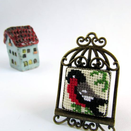 Brooches with birds/ handmade/ embroidery/ fashion/ gift