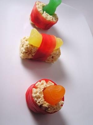 Dessert Sushi. Oh my god YUM.