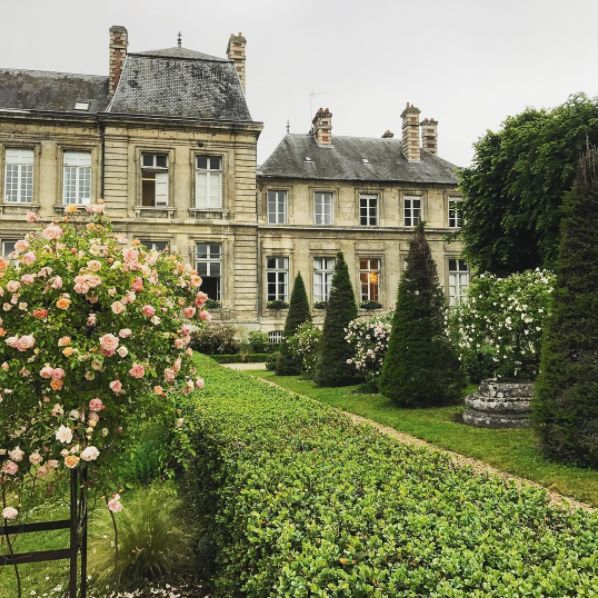A little rain today couldn't dampen the beauty that is the Aisne region of France. Follow along with our stories for charming villages, towns, and blooms galore!