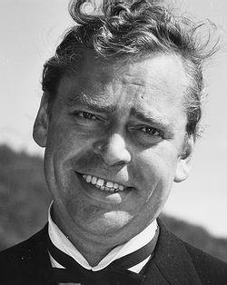 som overkelner Leopold U. J. Brantmeyer, i Sommer i Tyrol, fra 1964.