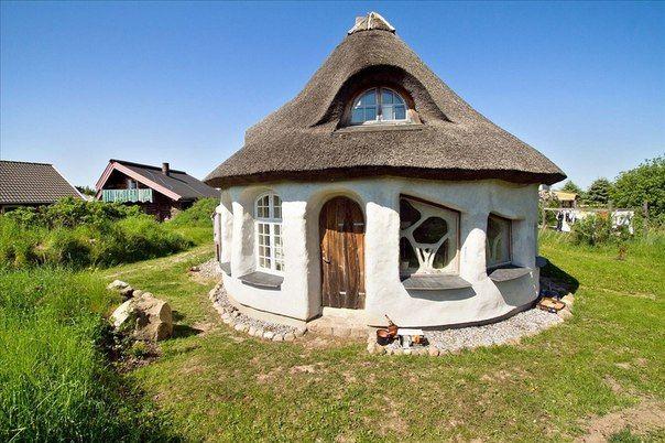 O casă ecologică frumoasă și neobișnuită în Danemarca