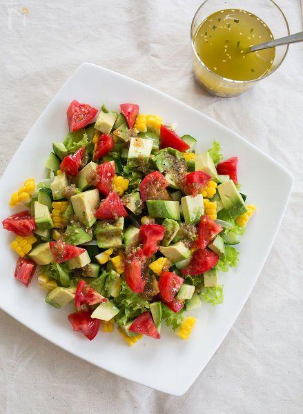 小さく切った夏野菜をころころとのせた、色鮮やかなサラダ。「万能!イタリアンドレッシング」をかければ、箸も止まらない美味しさですよ!    「万能!イタリアンドレッシング」のレシピはこちら→https://oceans-nadia.com/user/13062/recipe/171120