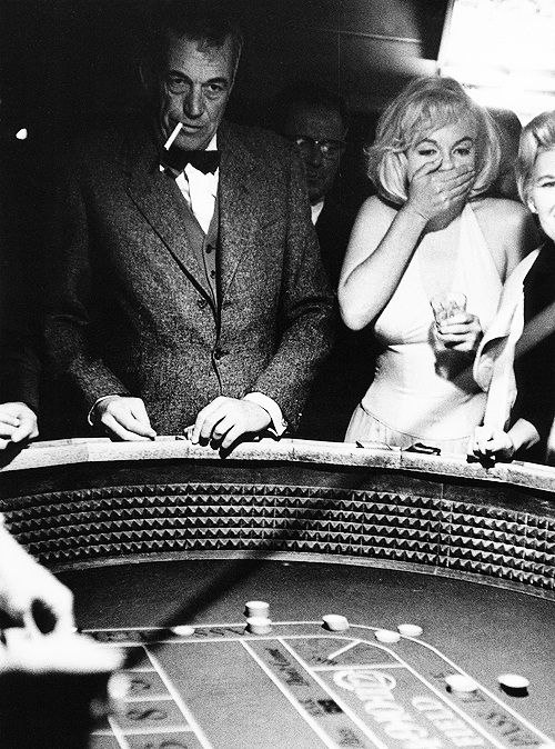"""1960: Director John Huston and Marilyn Monroe in Nevada during the filming of """"The Misfits"""". Photo: Eve Arnold."""