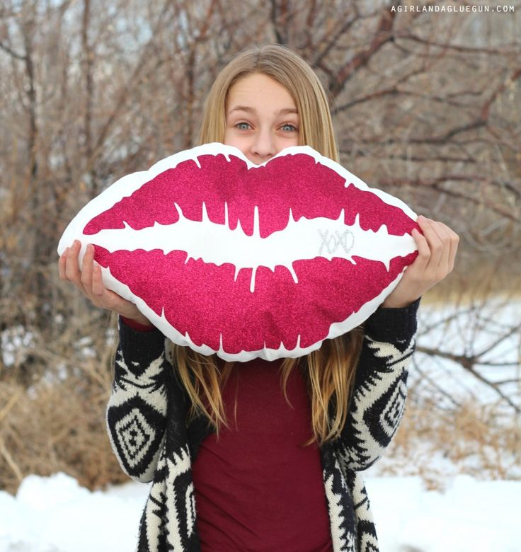 fun lip pillow for valentines day made with heat transfer vinyl