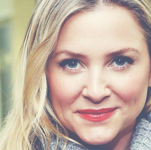 capshaw girls Jessica capshaw, who gave birth to her fourth child in may, will be sitting out the first two episodes of season 13 read more 10 'girls of the sun.