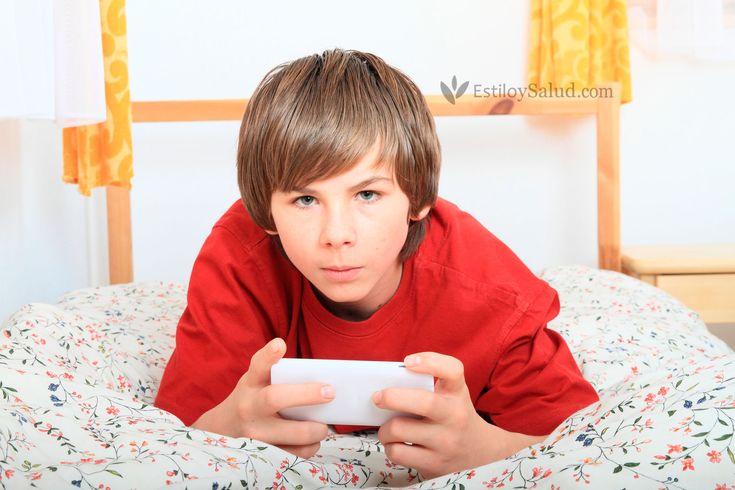 """Los adolescentes y los móviles. Interesantes """"reglas"""" que pone una madre a su hijo."""