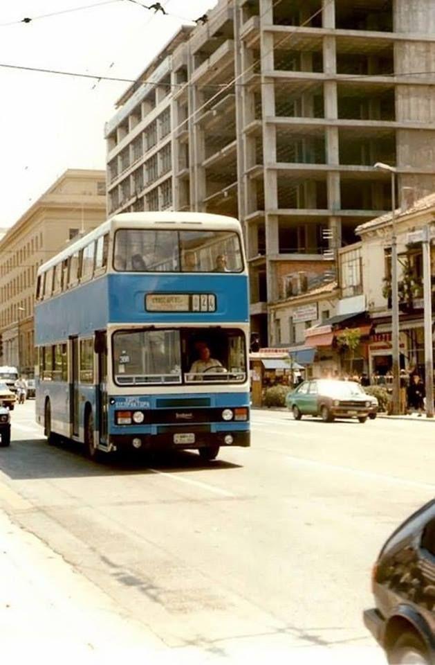 Αθήνα 1983 περ. Διώροφο αστικό λεωφορείο στην οδό Πανεπιστημίου.