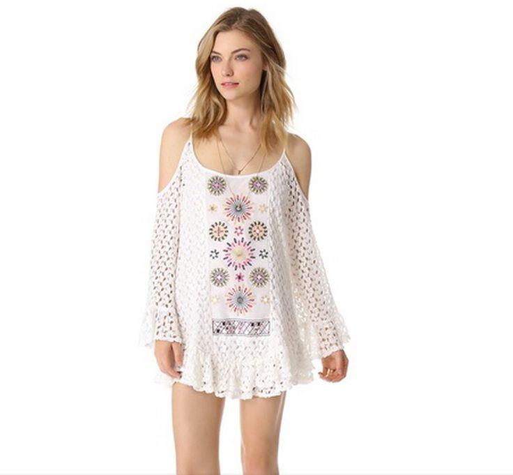 No hemisfério norte já é verão, então Solange Knowles, irmã da cantora Beyonce, veste um vestido de crochê para passear. Esta rapariga sabe ...