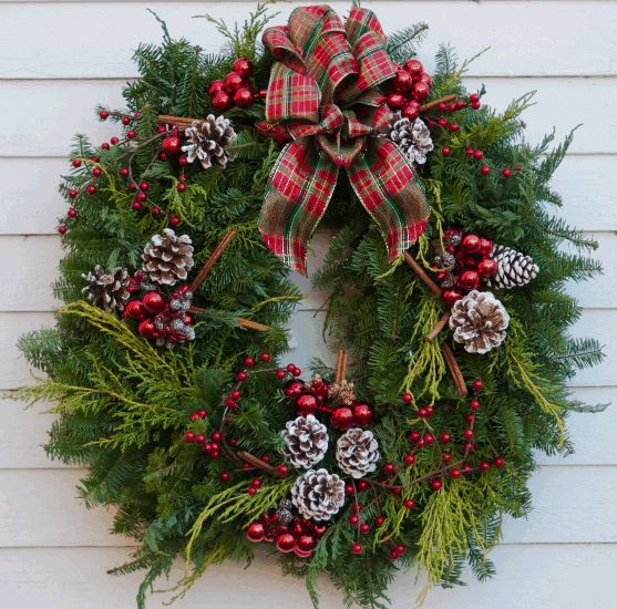 christmas decor ideas red green fresh door wreath evergrenns pine cones bells