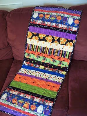 What an awesome and easy table runner!