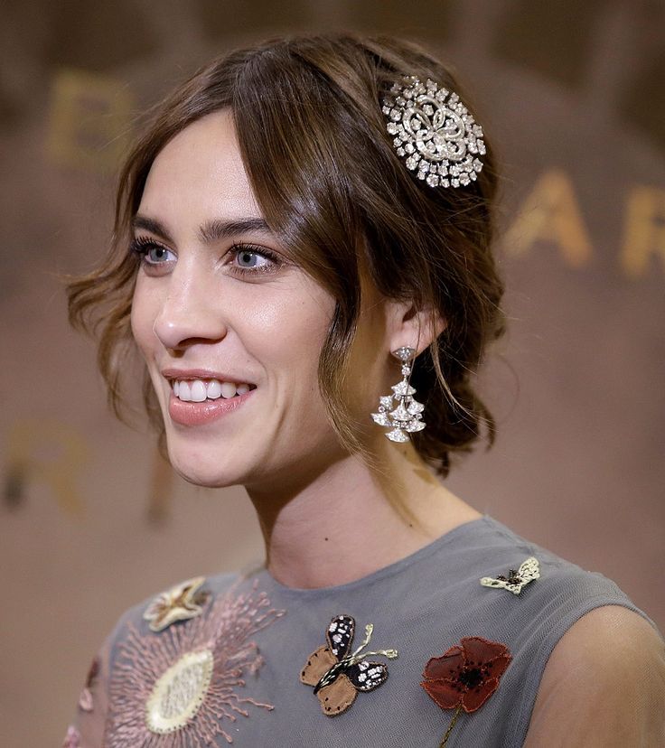 Alexa Chung has been announced as L'Oreal Professionnel's International Spokesperson, so we grabbed five minutes with her to talk all things hair. French Girl Style, French Girls, Justine Frischmann, Alexa Chung Hair, Salon Hair Color, Hair Icon, French Beauty, Celebrity Beauty, Nude Color