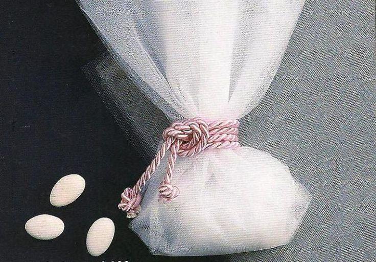 Τούλι Γαλλίας για μπομπονιέρες γάμου.Ιδιαίτερο μαλακό τούλι λόγω της ύφανσης του.Το τούλι διατίθεται σε τέσσερις διαστάσεις ανάλογα με το στυλ της μπομπονιέρας που επιλέξετε να κατασκευάσετε. 0,07 €