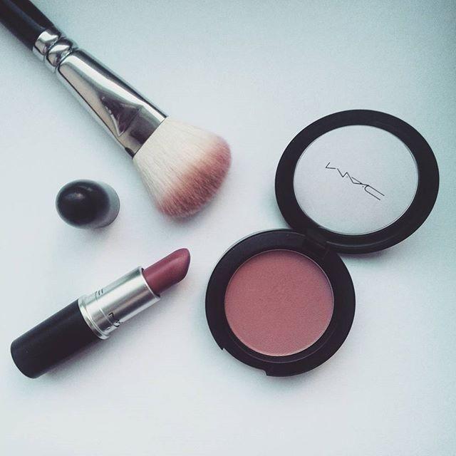 Gdybym dzis sie umalowala, na pewno uzylabym tych produktow 😄 #blog #blogger #blogspot #beauty #beautyblogger #bblogger #maccosmetics #macblush #macmocha #mocha #maclipstick #macmehr #mehr #zoevabrush #zoeva #motd #fotd