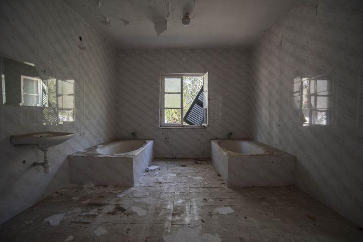 White room by Ioanna Skodra