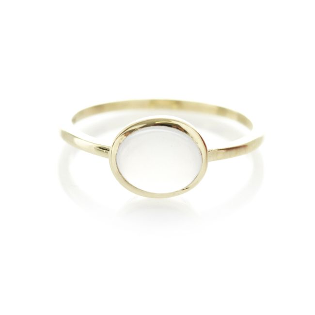 A one of a kind 9ct yellow gold ring, with centered chalcedony gemstone (6mm x 8mm).  When ordering one of our gold luxury rings please provide us with your exact ring size. This can be done in the comment box once your order has been placed.   To find out more about ring sizes please visit the information page on the menu above.  Our luxury gold rings are only available to ship within South Africa.