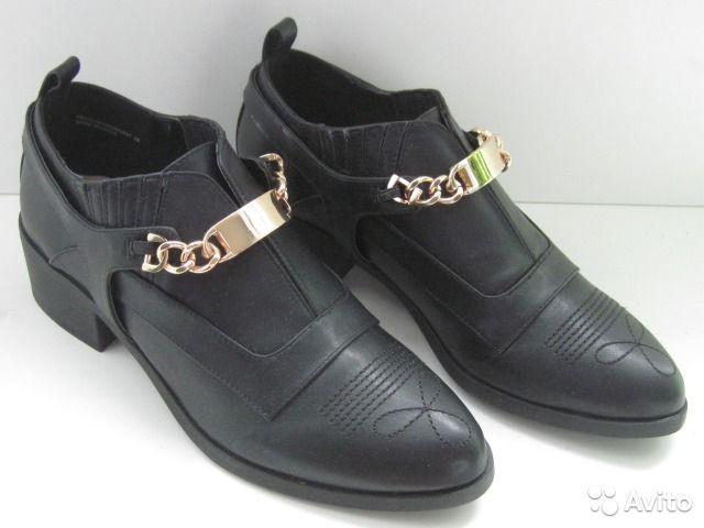 1300 новые туфли в короькеанглийской фирмы Lost.inc черная искусственная кожа с декоративной отстрочкойразмер 39 на стопу 24,5-25смкаблук 4,5сммодные аккуратные