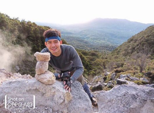 Robi Domingo at Mt. Apo View, taken using OPPO A83  Gearing up for your next trip to the Philippines? Catch OPPO Selfie Expert Robi Domingo as he explores and travels around the Philippines for ABS-CBN News' travelogue, Lakwatsero. Follow Robi's six-week journey as he discovers what could b...