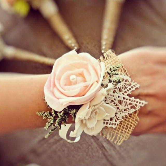 O toque especial para as #madrinhas! #corsage #bride #casamento #wedding #veudenoiva #detalhes