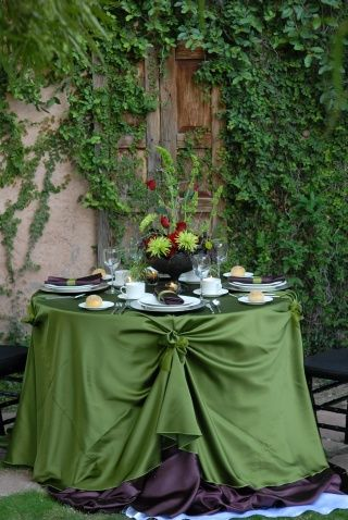 event: Cakes Tables, Events Decor, Green Tables, Events Planners, Black Events, Green Parties, Outdoor Tables, Tables Linens, Tables Decor
