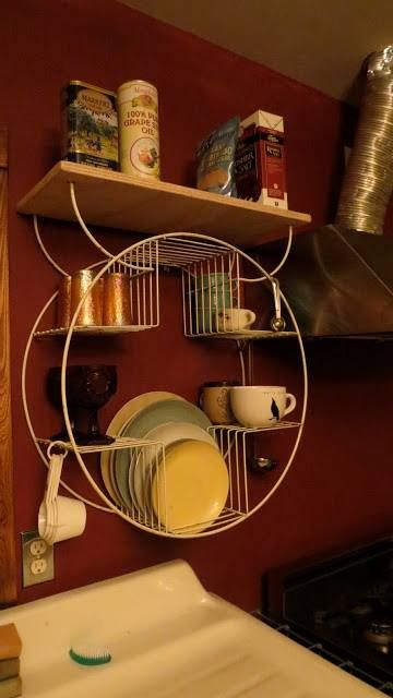 What a great idea! I'm so bummed I had one of these retro plant stands, sold it at a garage sale, last summer. I want it back to hang up over my utility sink. On the hunt...
