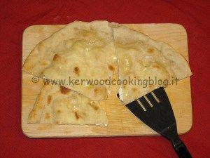 La ricetta della Focaccia di Recco preparata con il Kenwood Cooking Chef è semplicissima, l'ha realizzata per noi l'amica Mara che ci ha fornito la ricetta per condividerla. Questa focaccia è u