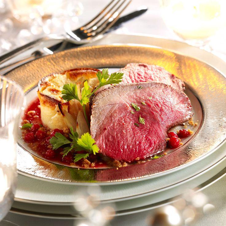 Découvrez la recette Rôti de chevreuil de Noël aux groseilles sur cuisineactuelle.fr.