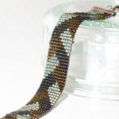 Bracelet manchette en perles tissées - motif tresse, camaïeu de verts