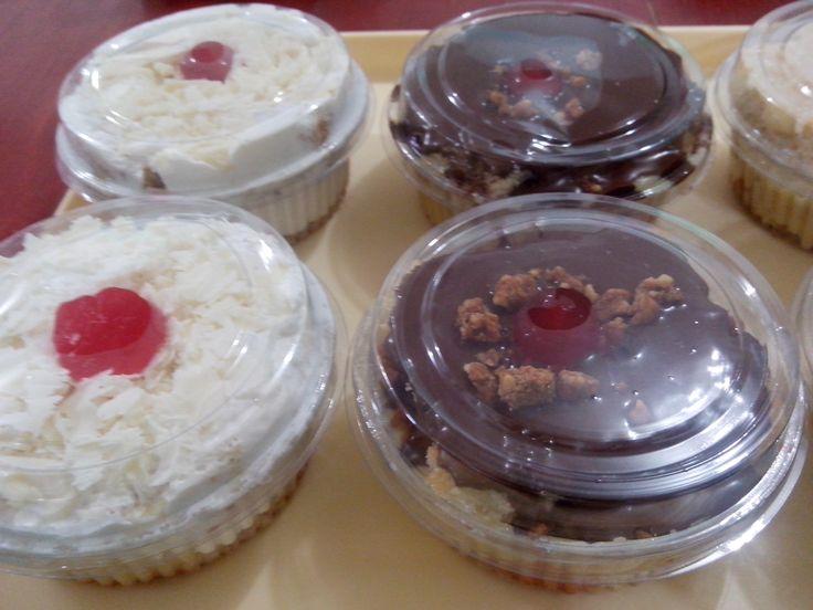 O Bolo Choconinho no Pote um delicioso pão de ló de chocolate com um recheio de chantininho cremoso. http://cakepot.com.br/choconinho-bolo-no-pote/