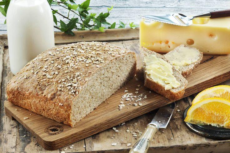 Her får du oppskriften på et saftig og sunt havrebrød. Hvete- og havrekli sammen med skummet kulturmelk gjør dette til et sunt og godt hverdagsbrød med mye fiber.