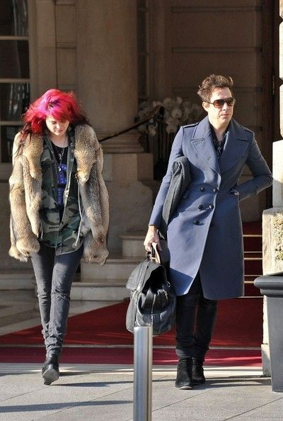 Alison Mosshart Photos Photos - While Jamie Hince and his bandmate Alison Mosshart head out of The Ritz hotel, Hince's wife, supermodel Kate Moss goes out for a day of shopping and stops by Le Petit Vendome for a coffee. - Jamie Hince and Kate Moss Out in Paris