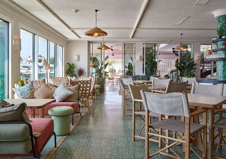 Find out why Little Beach House Barcelona is one of the most fashionable places to visit, according to The Style Council. Soho House Barcelona, Soho Beach House Miami, Barcelona Beach, Barcelona Hotels, Style At Home, The Style Council, Cotton House, Turbulence Deco, Cabanas