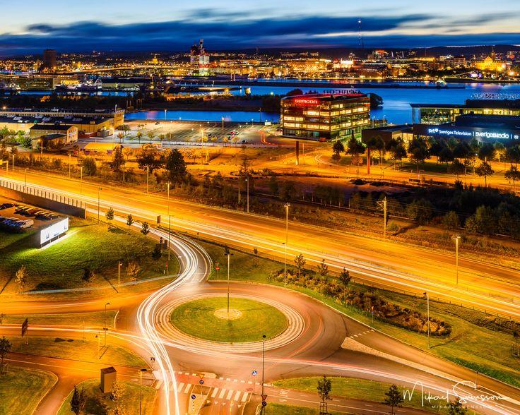 6 October 2016. Lindholmen Gothenburg Sweden. #mikaelsvenssonphotography #göteborg #thisisgbg #gothenburg #sweden #bestofsweden #enjoysweden #ig_week_sweden #igersgothenburg #ig_week_sunrise #ig_week_scandinavia #visitgothenburg #visitsweden #mittgöteborg #goteborgcom #swedenimages #sunriseandsunset #bestofscandinavia #mittgöteborg #hisingen #ig_masterpiece #ig_mood #igers_gothenburg #cityscape #cartrails #sweden_photolovers #nikonpro