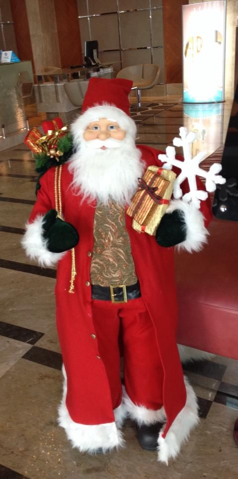 Ho Ho Ho! Sheraton Bursa'da kuzey kutubundan gelen çok özel bir misafirimiz var…  Ho Ho Ho! We have a very special guest at the Sheraton Bursa, who came all the way from the North Pole… #sheraton #bursa #sheratonbursa #hotel #santa #doll #puppet #hohoho #christmas #presents #decoration