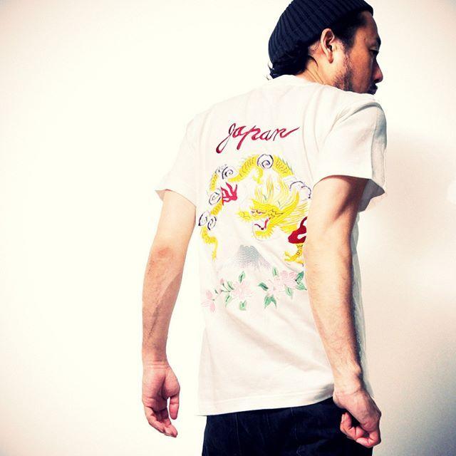 キャプション→今季人気急上昇のTシャツと言えば「スカTee・スーベニアTシャツ」秋のスカジャン人気がここまで迫っております #スカジャン #スカTee #スーベニアジャケット #スーベニアTシャツ #龍 #竜 #富士山 #刺繍 #和柄 #Japan #桜 #souvenir #suka #Tシャツ #Tshirt #TEE #likes #FF #l4l #f4f #follow #follome #followback #instagood #instafollow #tagforlikes ユーザー→moatgarage 場所→